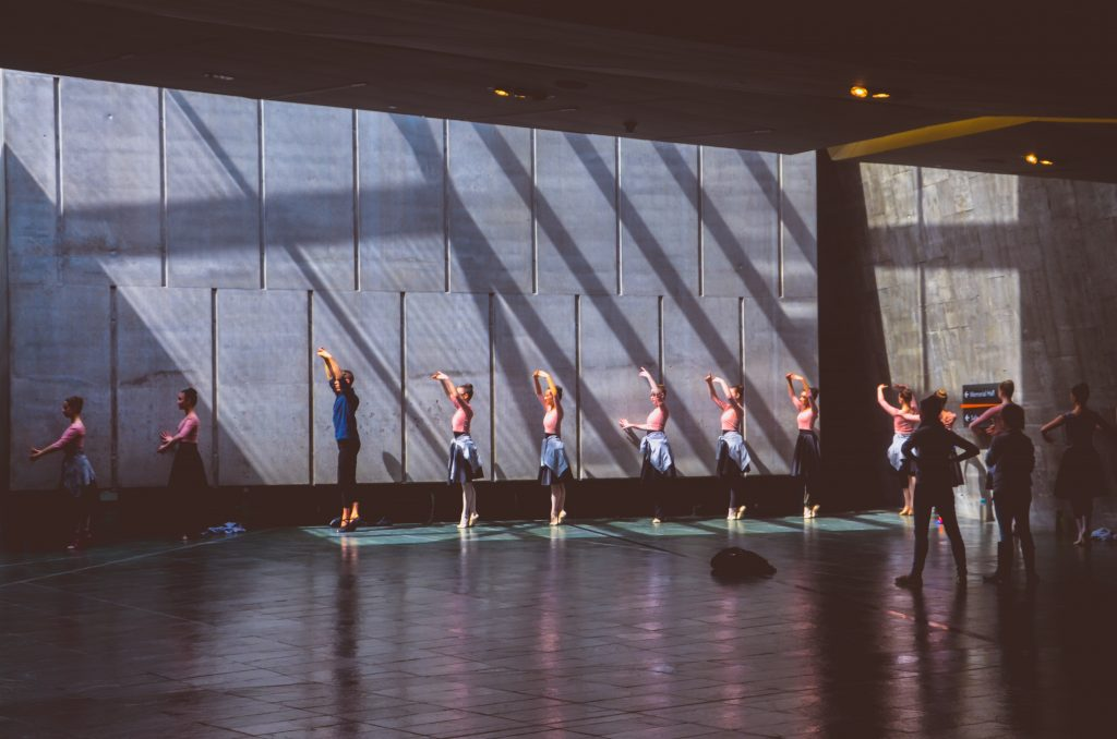 grupo-de-bailarinos-lesões-em-bailarinos-